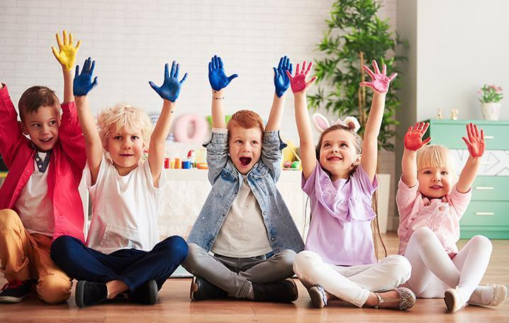kids-with-colored-hands